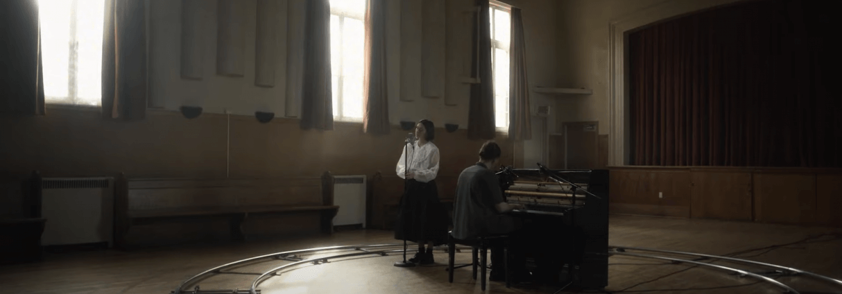 GHOSTLY KISSES DÉVOILE UNE TOUCHANTE VERSION ACOUSTIQUE DE « STAY »